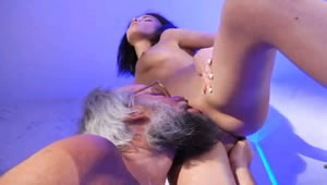 Grandpa eats pussy her granddaughter at midnight
